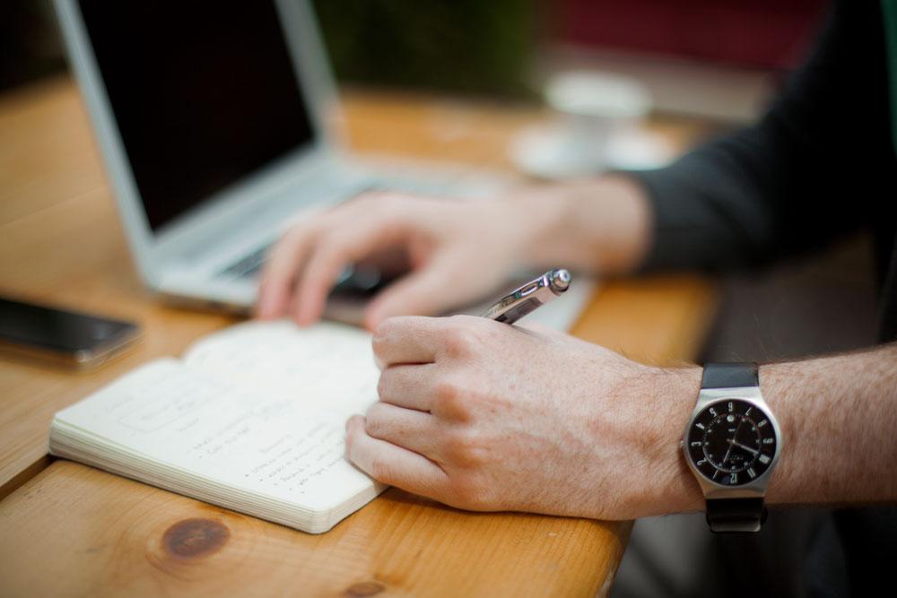 Blog personal - Blogger escribiendo