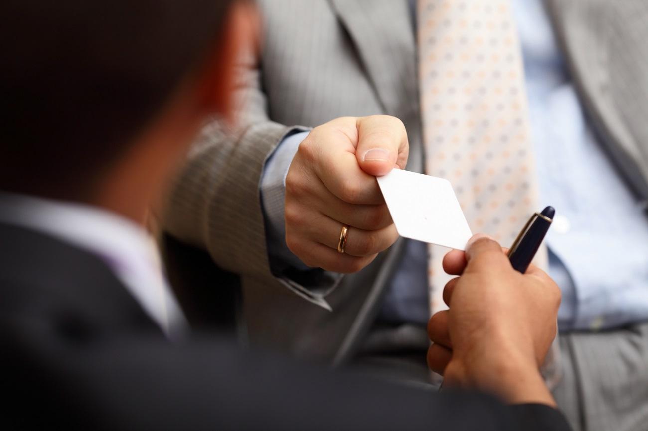 intercambio de tarjetas de visita